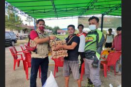 Komunitas motor trail dan wartawan bantu korban kebakaran Sayut