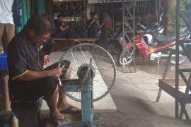 Jasa pemasang jari-jari roda sepeda motor