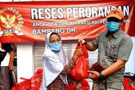 Berbagi sembako bantu warga terdampak pandemi, Bambang DH libatkan tokoh lokal