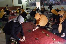 Pelatihan Batik Ecoprint di Madiun