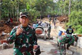 Kodam III/Siliwangi bangun jalan akses warga desa terpencil di Pandeglang