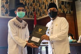 Pemkot Malang beri penghargaan santri berprestasi