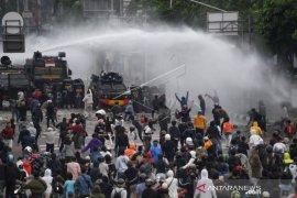 Aksi Tolak UU Cipta Kerja Di Jakarta Page 1 Small