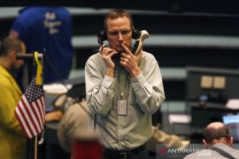Emas anjlok 25 dolar tertekan data pekerjaan AS dan penguatan dolar