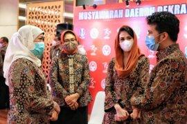 Gubernur Khofifah berpesan Dekranasda Jatim lakukan literasi digital