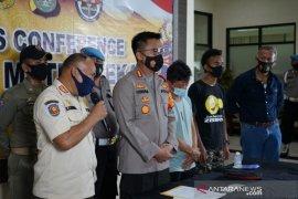 Tiga pembuang sampah di Kalimalang Bekasi terancam sanksi pidana