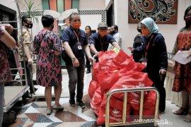 Kemensos salurkan bantuan sembako ke 1.078 karyawan hotel di Kota Bandung