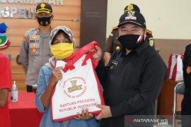 Korban banjir bandang di Garut terima bantuan pangan dari Presiden