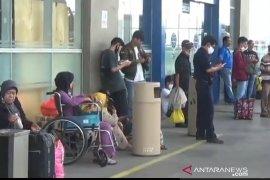 Pekerja di Jakarta cuti lebih awal untuk pulang kampung