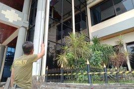 Polisi olah TKP kerusakan kantor DPRD Jember akibat demonstrasi