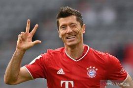 Lewandowski ukir trigol tatkala Bayern menang 5-0 atas Frankfurt