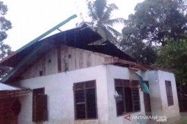 Badai panikkan warga di pedalaman Aceh Barat, satu rumah warga rusak