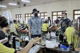 Ketua DPD pantau penerapan protokol kesehatan sektor industri di Malang