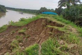 Tanggul Dusun 2 Desa Stungkit Kecamatan Wampu Langkat terancam putus