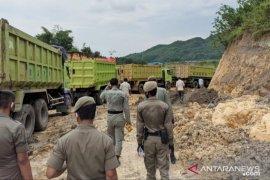 Lokasi tambang disegel, Satpol PP Bogor putar balik 1.200 truk