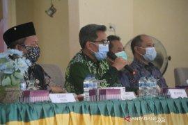 Pjs Bupati Jauhar Selenggarakan Pembinaan Penyelenggaraan Aparatur Pemerintahan Desa dan Kecamatan di Wahau
