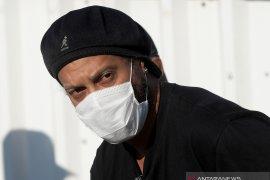 Legenda Brasil dan Barcelona Ronaldinho positif terinfeksi COVID-19