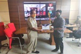 Kominfo Paser serahkan penghargaan pemenang lomba desain website