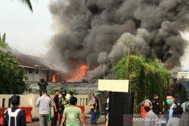 Lapangan Parkir Mal Senayan City terbakar
