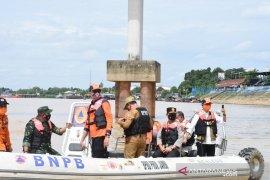 Kapolda Jambi dan Pjs Gubernur pantau ketinggian air Sungai Batanghari
