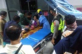 Tabrakan mobil pick up vs engkel di Lombok Utara, puluhan warga terluka (Video)