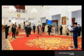Presiden Joko Widodo lantik 12 orang duta besar untuk negara sahabat