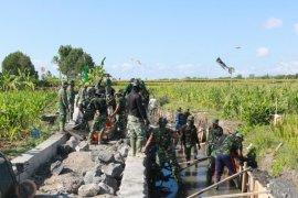Kemanunggalan TNI-masyarakat Desa Kertalangu-Denpasar pulihkan pamor Desa Budaya