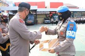 Aksi heroik Aiptu Leni berbuah penghargaan Kapolresta Banjarmasin