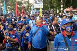 Pemprov Jabar tanggapi aksi ribuan buruh tolak upah minimum 2021 yang tidak naik