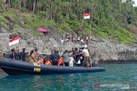 Gubernur Maluku kibarkan bendera Merah Putih di batas Indonesia - Australia