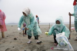 Pemko Banda Aceh rutin lakukan survei pantauan sampah di laut