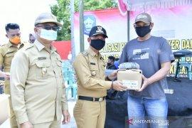Ketua Gugus Tugas COVID-19 Bangka bagikan ratusan lembar masker