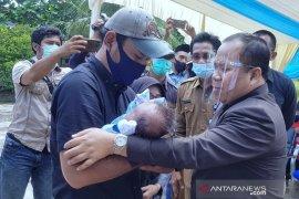 Bayi malang yang ditelantarkan di Tanjung Samak akhirnya mendapat orang tua asuh