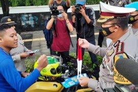 Kemarin, wanita ancam bakar Balai Kota hingga lumba-lumba Pulau Pramuka