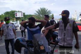 107 pelanggar prokes terjaring di depan masjid Raya Baiturrahman
