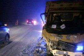 Dua prajurit lolos dari maut,  minibus yang ditumpanginya tabrak truk