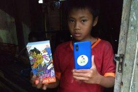 Kebahagiaan bocah pedalaman Aceh Utara menerima bantuan handphone untuk belajar daring