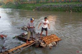 Warga Dasan Agung Mataram dihebohkan penemuan mayat di Kali Jangkuk (Video)
