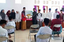 Bank Mandiri Syariah salurkan program ketahanan pangan di Ponpes Cirebon