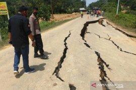 Waspada, jalan perbatasan Riau-Sumbar amblas