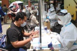 Dinkes tes usap wisatawan di Lembang Bandung Barat, satu orang reaktif