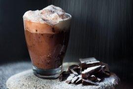 """Resep minuman """"hot chocolate bombs"""" yang viral di TikTok"""