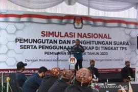 Ketua KPU Arief Budiman tinjau simulasi pemungutan suara pilkada di Kediri