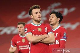 Juara bertahan Liverpool berpeluang untuk menggusur Everton