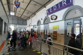 Jumlah penumpang kereta meningkat 57 persen saat libur panjang