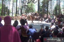 Pengunjung padati tempat wisata di lereng Gunung Lawu Magetan