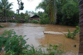 Sejumlah tempat rekreasi hst kalsel diterjang banjir bandang