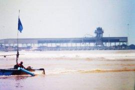 Terdesak kebutuhan, nelayan Bayah Lebak nekat melaut di tengah gelombang tinggi