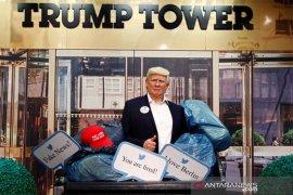 Patung lilin Trump di Madame Tussauds diletakkan di tempat sampah