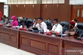 Fasilitator masyarakat di Maluku enggan dipindahkan karena standar upah berbeda